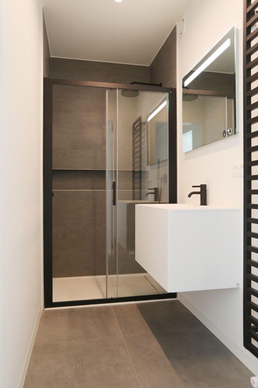 Badkamer zwart douche - Tegelwerken Trogh
