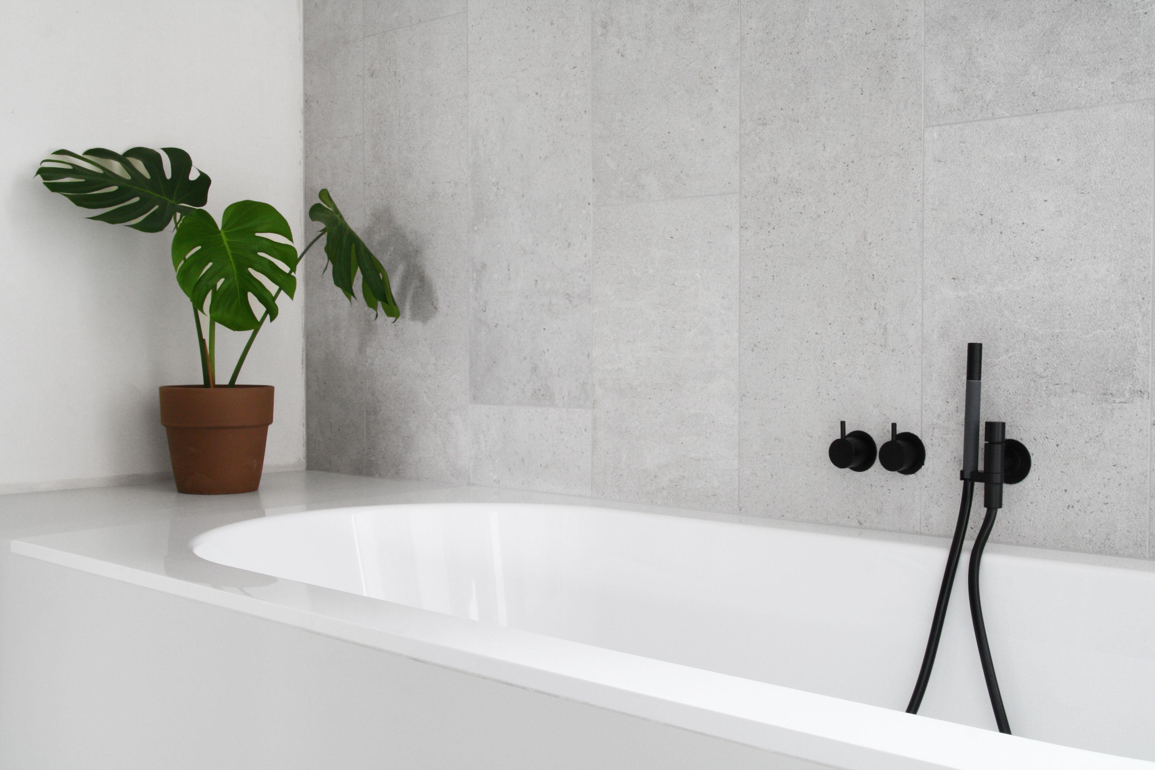 badkamer grijs plant - Tegelwerken Trogh